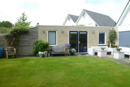 Complete woonruimte nabij Centrum Zwolle - Bed & Breakfast