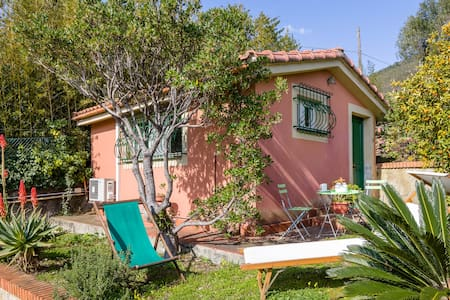 Varazze, cosy mediterranean cottage - Hus