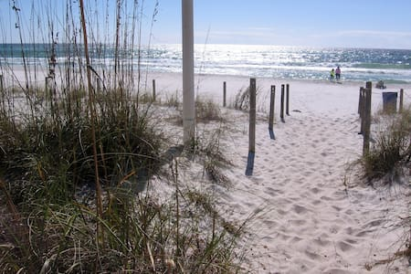 BEST DEAL IN TOWN 300 STEPS TO GULF, CABLE, WIFI - Panama City Beach - Lägenhet