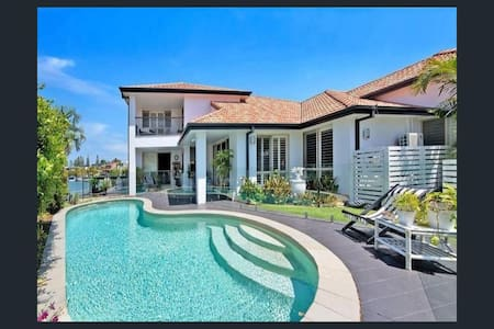 Luxury Canal Waterfront home near Surfers Paradise - Surfers Paradise