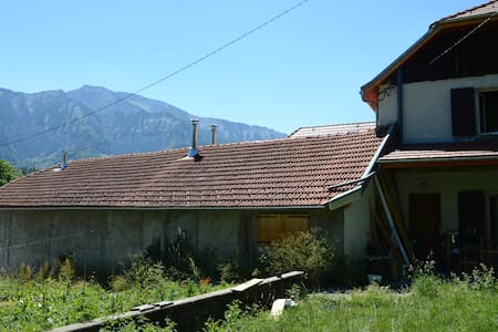 Chambres au calme au pied du Mont-Aiguille - Maison