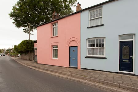 Cosy cottage 15 mins from Cardiff - GROESFAEN - Casa