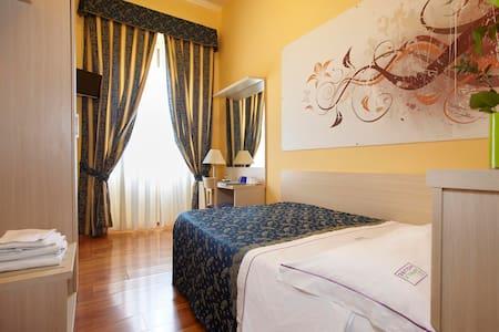 XXI Aprile House - single room - Rome - Bed & Breakfast