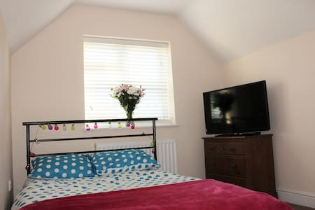 Clean bright double room in Warwick - Warwick - Huis