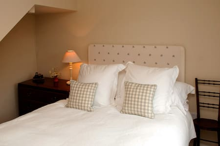 Orchardleigh, Luxury rural B&B B3 - Stowell, Sherborne - Bed & Breakfast