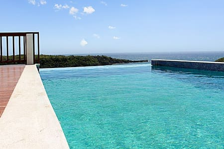 Luxury villa w pool, panoramic view - House