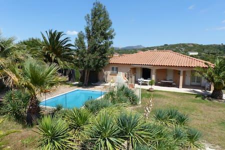 Maison avec piscine près Perpignan. - Estagel