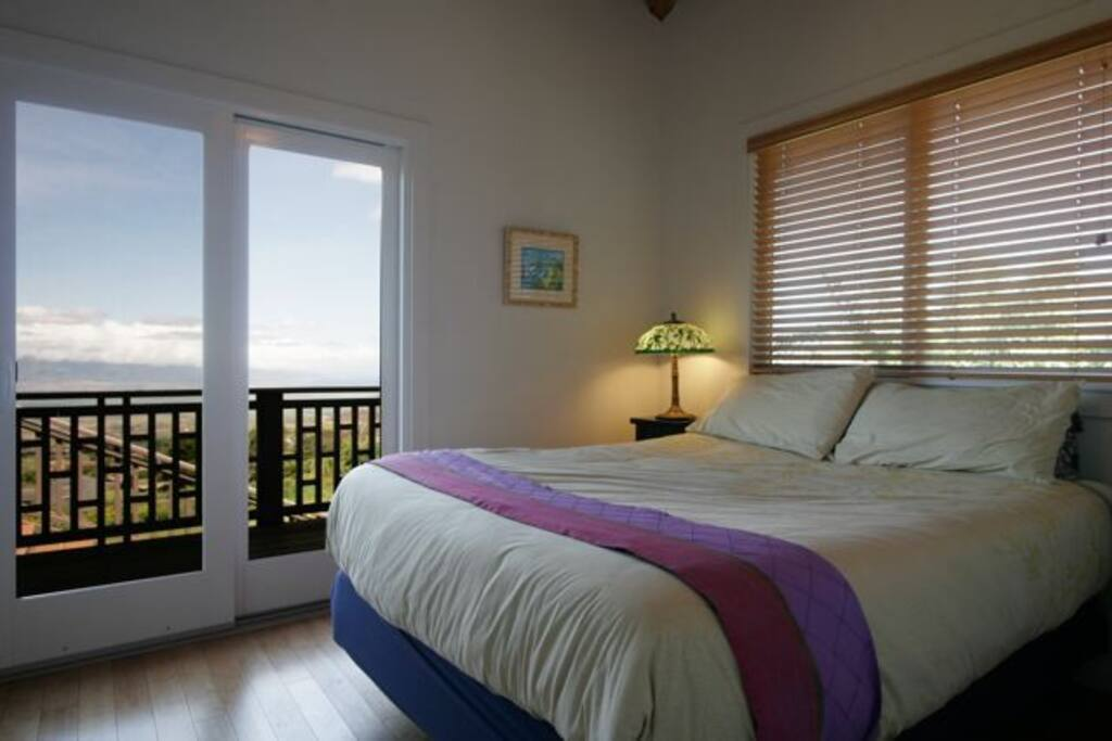 Makai side bedroom with ocean and valley view