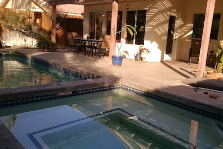 Pool home, Private Room & shared BTH! #2 - Hus