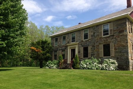 Far Enough, a Vermont Estate - Brandon - Talo