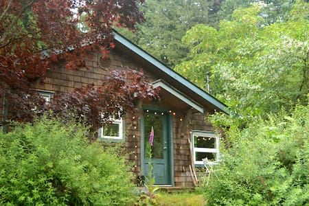 Room type: Entire home/apt Bed type: Real Bed Property type: Cabin Accommodates: 2 Bedrooms: 0 Bathrooms: 1.5
