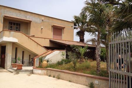 Appartamento in villa mare - House
