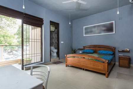 Private BnB in Artist Loft with paintings ✏️ - New Delhi - Loft