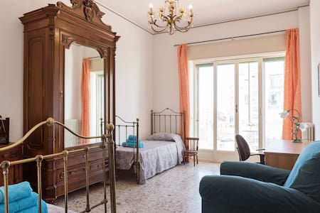 Old style Sicilian double room in Downtown - Catania