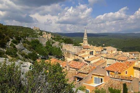 18th Century Provence Village Home (with A/C) - Saint-Saturnin-lès-Apt - Huis