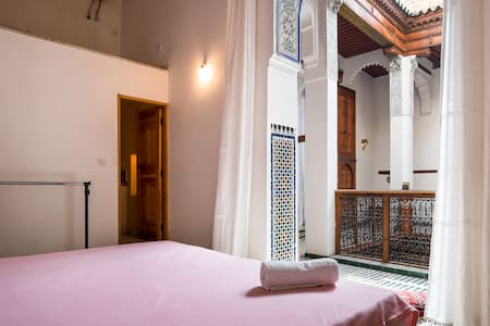 PRIVATE ROOM WITH BATHROOM in a traditional house - Penzion (B&B)