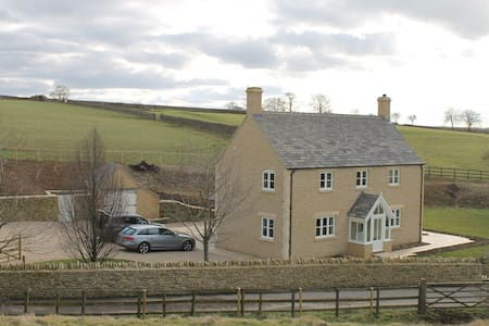 Cotswold farmhouse in rural setting - Long Newnton - Dom