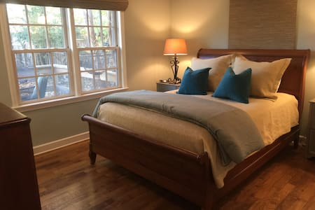 Cozy Cottage Centrally Located - Memphis