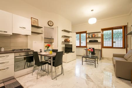 Rome Tourist House - up to 4 guests - Rom