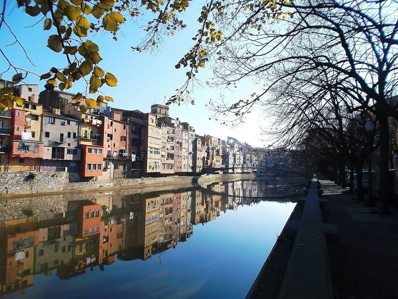 The apartment is just 2 minutes from old town of Girona