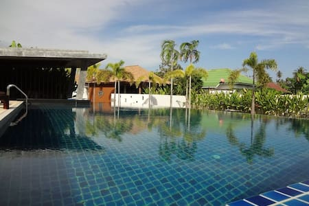 Beautiful single Villa with common pool - 別荘