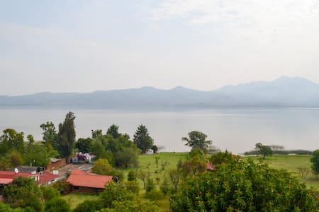 Relaxing cottage with lake view and access - Bungalow