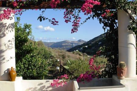 Villa Soprana, villetta per vacanze - lipari