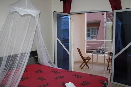 Chambre rouge - Villa Mispoulet - House