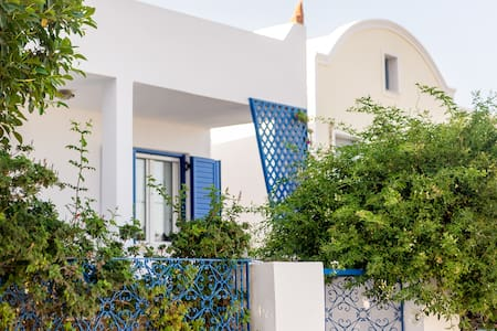 House in center of fira - Casa