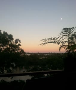 Riverfront Inner City Sanctuary - Highgate Hill - Bed & Breakfast