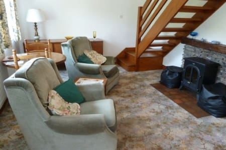 LITTLEWOOD COTTAGE, Staveley, Nr Windermere - Staveley - House