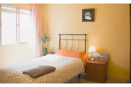 Room type: Private room Property type: Bed & Breakfast Accommodates: 1 Bedrooms: 1 Bathrooms: 1