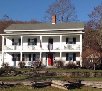The Hann Homestead Inn - Bed & Breakfast