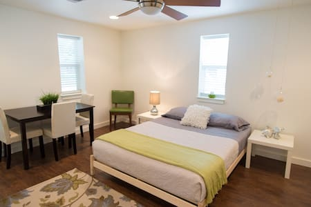 HIP East-Side Zen Suite. Lush! New! - Austin - House