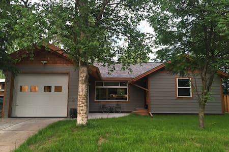 Modern home in convenient location - Anchorage
