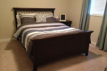Comfortable Clean Bedroom all 4u! - Barrie - Talo