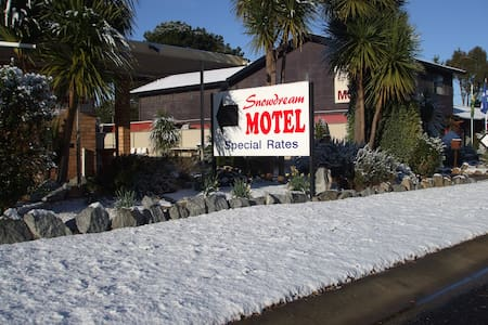 Snowdream Motel.   Standard motel room 1-6persons - Berridale - Other