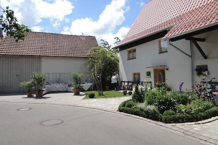 Gehobenes B&B im Stadtkern - Mössingen