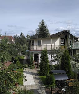 Комфортный дом в 10 мин метро и в 20 мин от центра - Huis