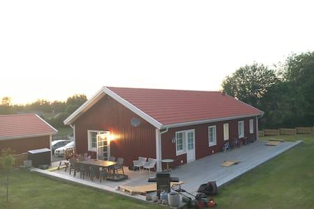 Lantlig villa med gångavstånd till sjö. - Alingsås - Dom