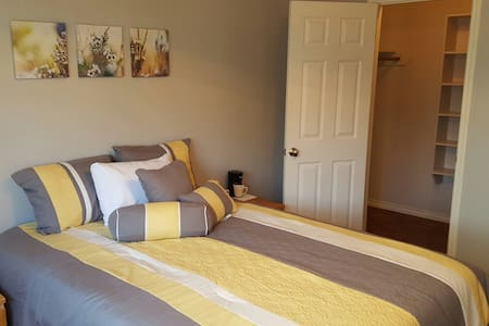 Master w/ Private Bath & Amenities - Corpus Christi - Casa