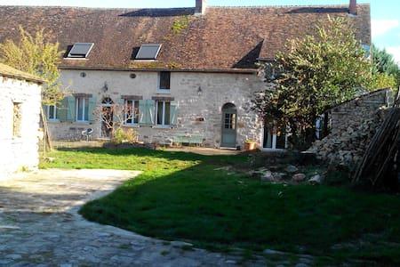 Ancienne ferme de chateau rénovée. - Hus