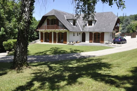 5 bedroom chalet with pool & tennis - House