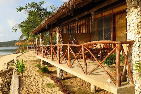 Cottage on Beach in Popotan! - Casa