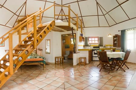 HOTEL ISLA VERDE Big Roundhouse