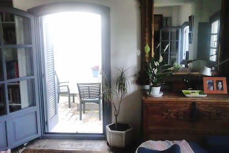 Habitación baño en suite y jardín - San Martín del Tesorillo