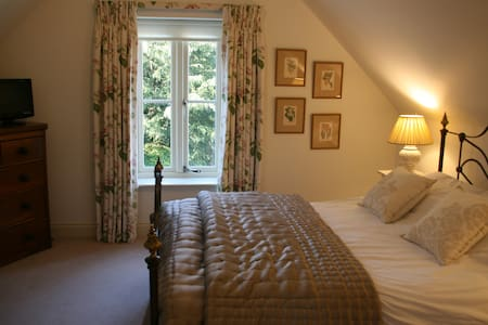 A beautiful double bedroom - Bed & Breakfast
