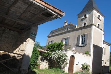 """B&B """"Rue du Pigeonnier"""" 2 - Lamagdelaine - Dům"""