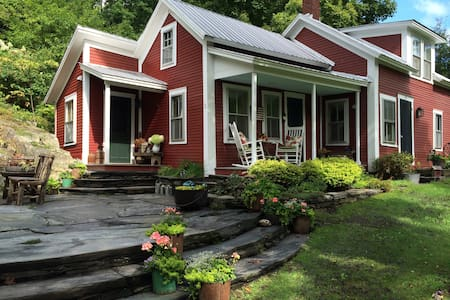 Lovely VT Cape by Covered Bridge - Warren - House