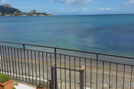 Seahorse apartment on the sea - Casteldaccia